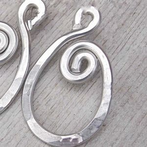•Bold Celtic Loop Wire Pendant •